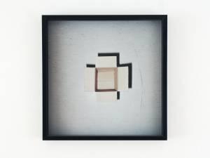 """Raatz, Thomas: """"Ein Karton"""", 2014, 50 x 50 cm, K-3 Farbdruck, Preis: 240 EUR"""
